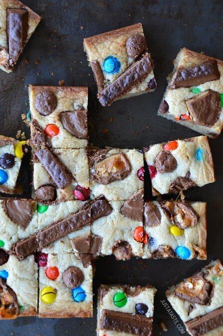halloween-candy-blondies-recipe-1