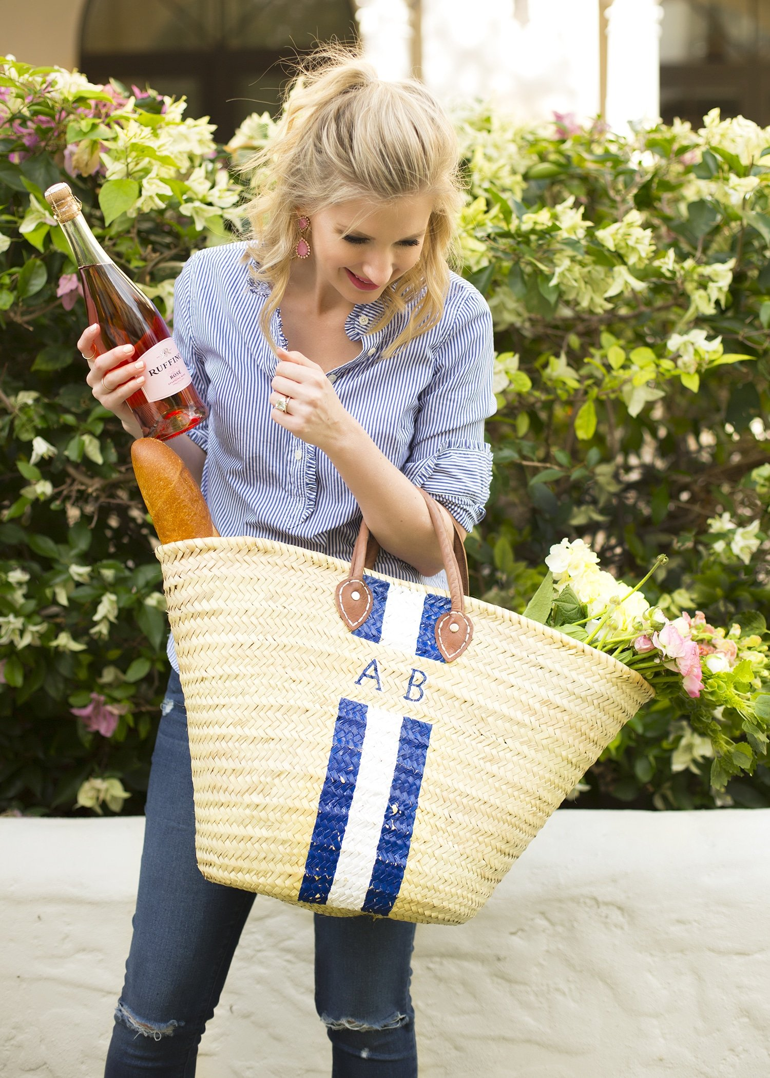 Blogger Ashley Brooke wearing a Lindroth Design Island Bag | ashleybrookedesigns.com