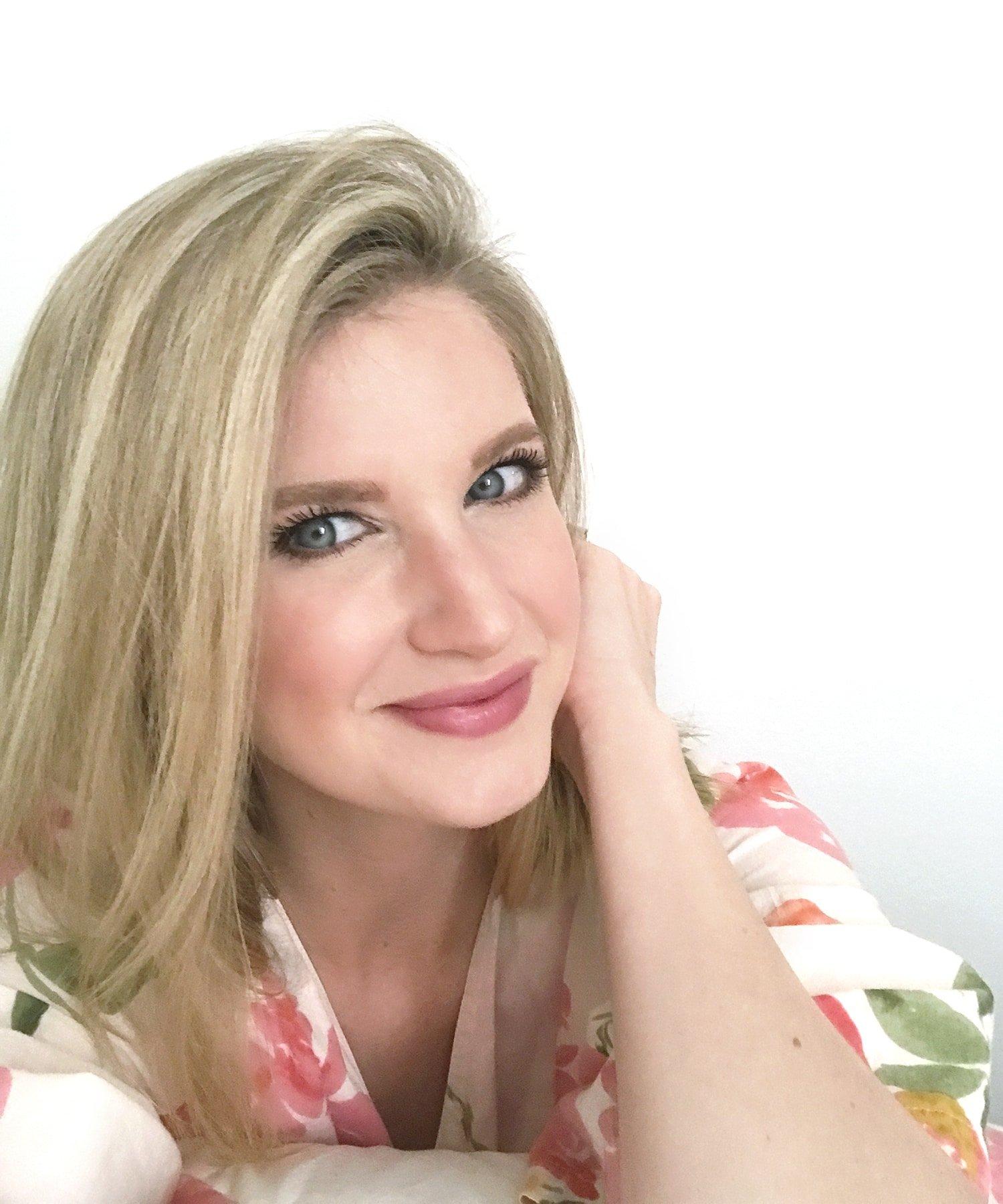 Blogger Ashley Brook's Review on L'Oreal's Dry Shampoo | ashleybrookedesigns.com
