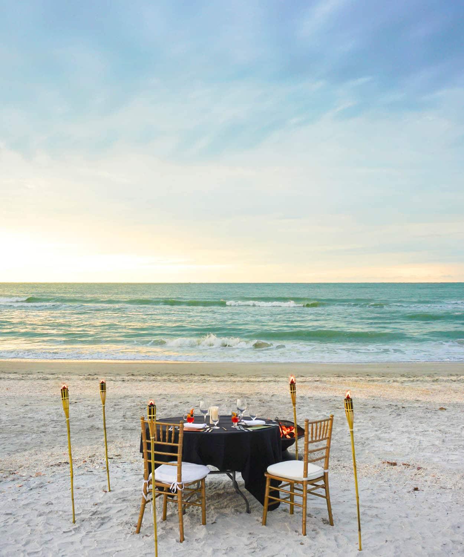 Blogger Ashley Brooke's Review on The Ritz Carlton Sarasota | www.ashleybrookedesigns.com