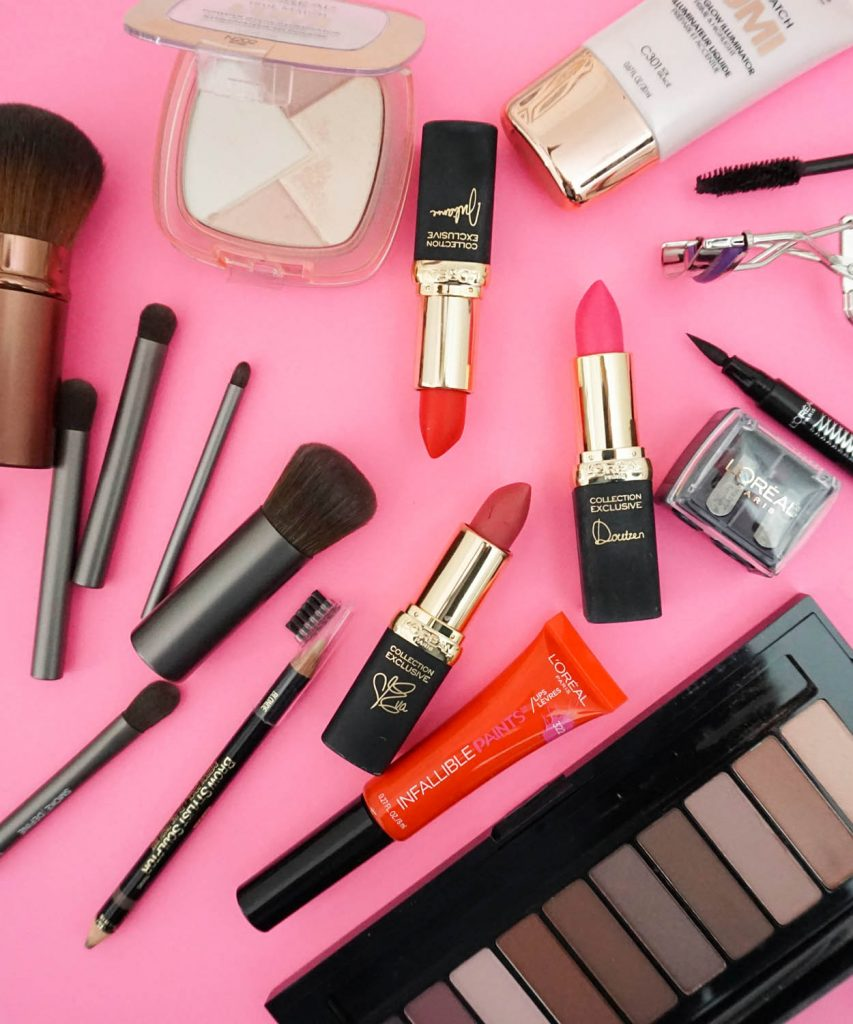 Blogger Ashley Brooke shares what's in her travel cosmetic bag | www.ashleybrookedesigns.com