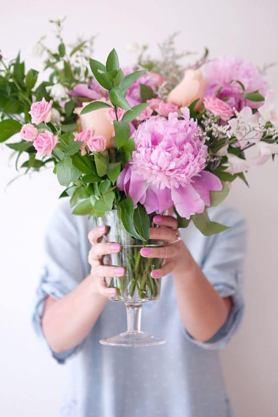Blogger Ashley Brooke shares five ways to DIY spring arrangements! | www.ashleybrookedesigns.com