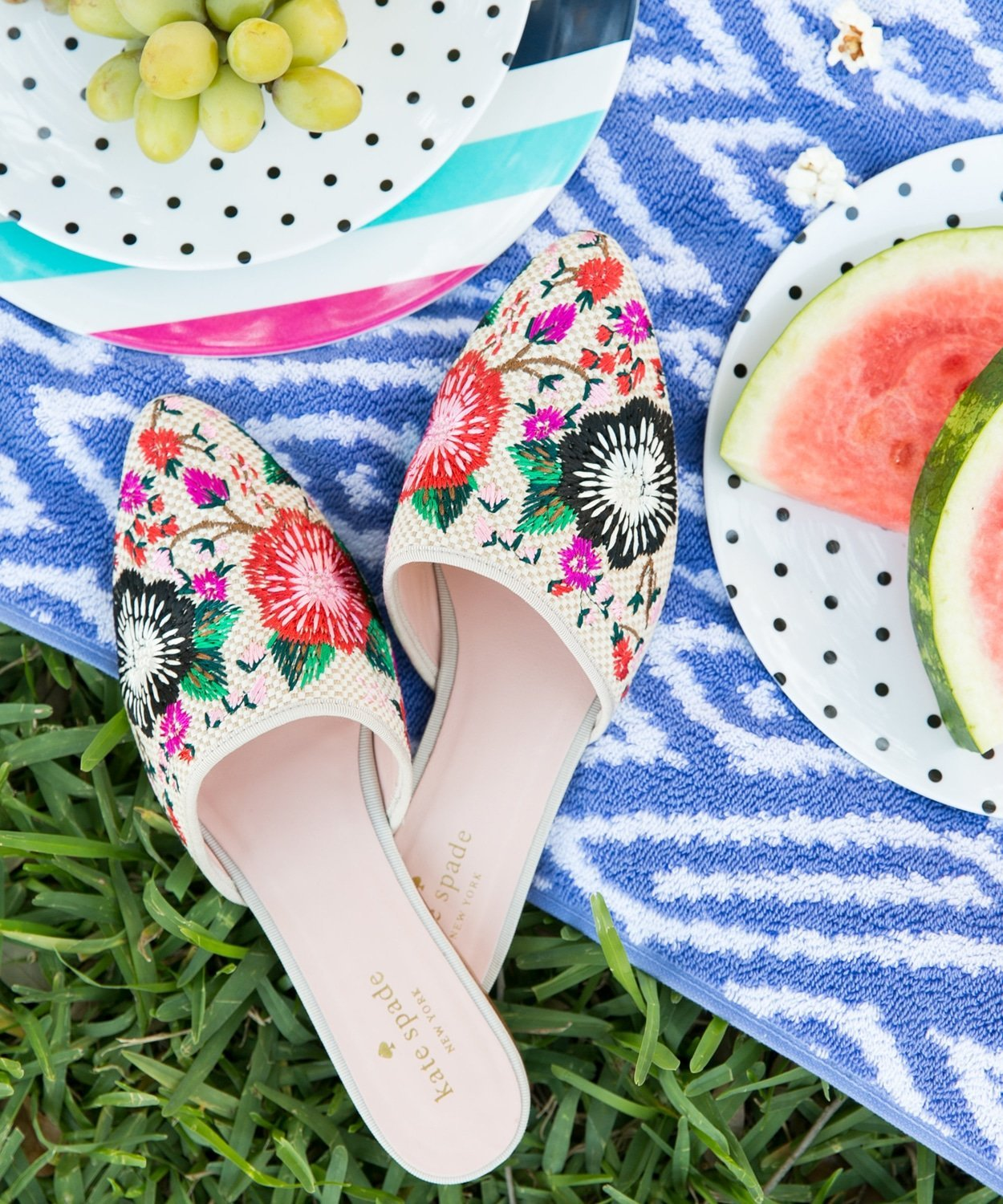 The cutest Kate Spade slides for summer from Bloomingdale's! | www.ashleybrookdesigns.com