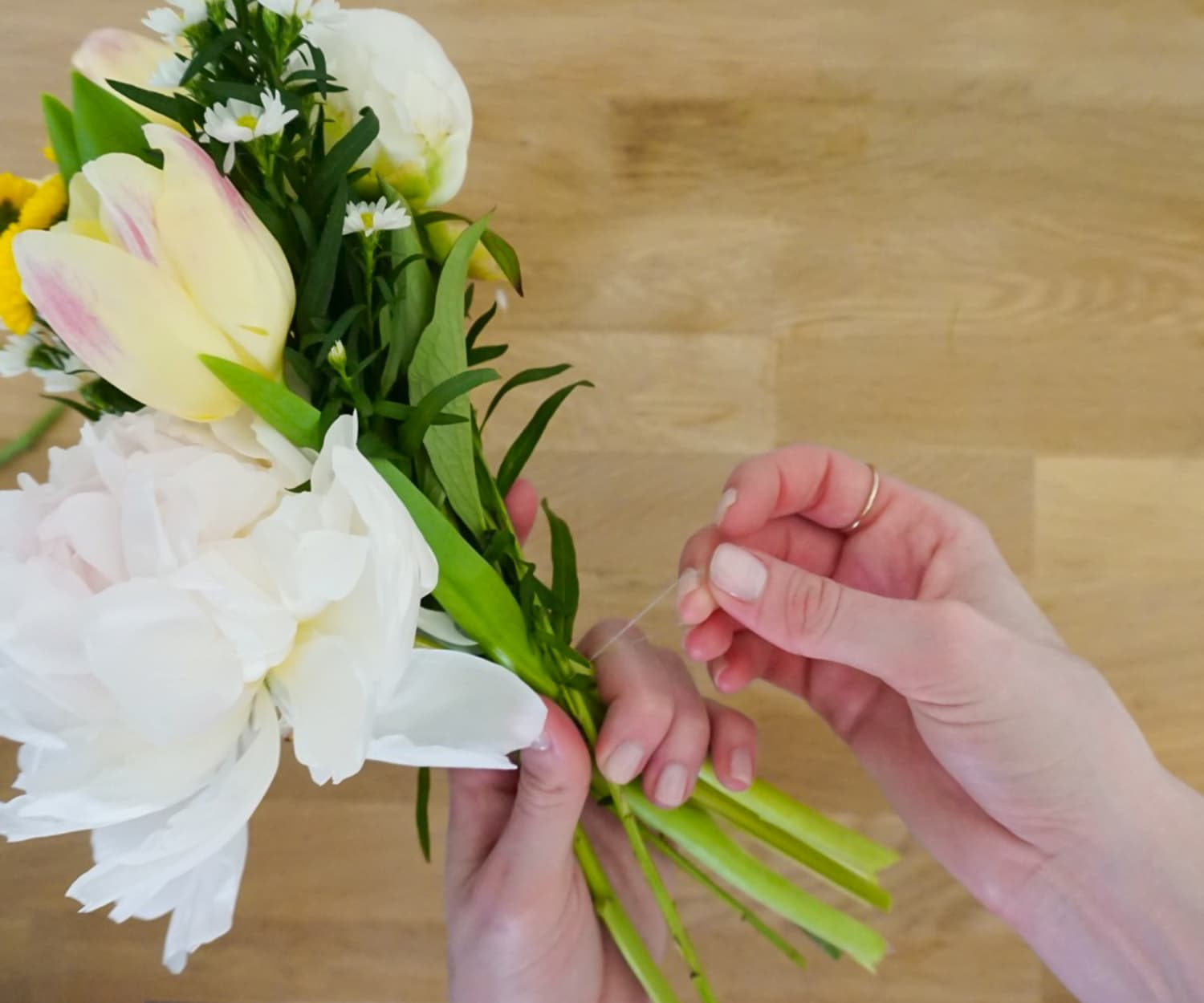 Always tie your DIY bouquet with a hair tie or rubber band! | www.ashleybrookedesigns.com