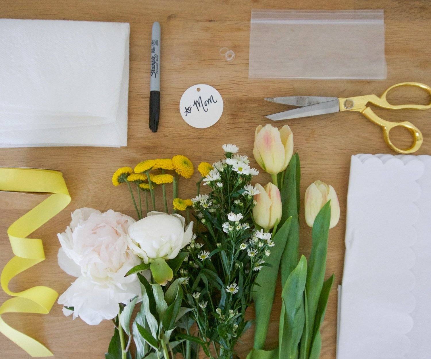 How to make a DIY Mother's Day bouquet | www.ashleybrookedesigns.com