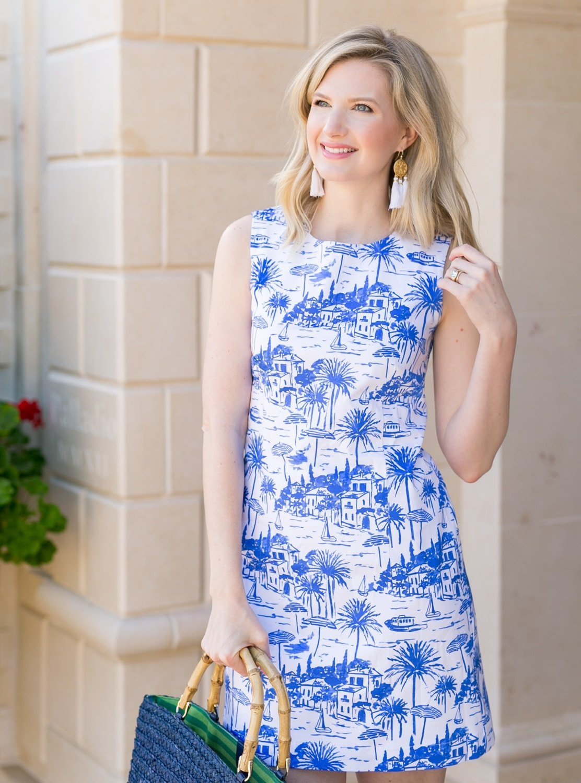 Blogger Ashley Brooke wearing the Margot shift dress by Persifor! | www.ashleybrookedesigns.com
