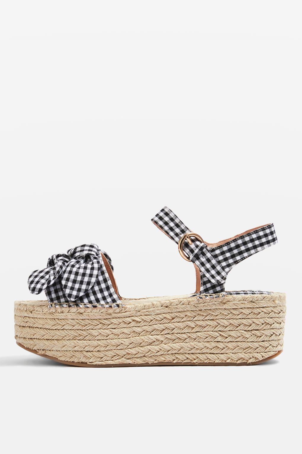 These gingham platform sandals need to make their way into your closet! | www.ashleybrookdesigns.com