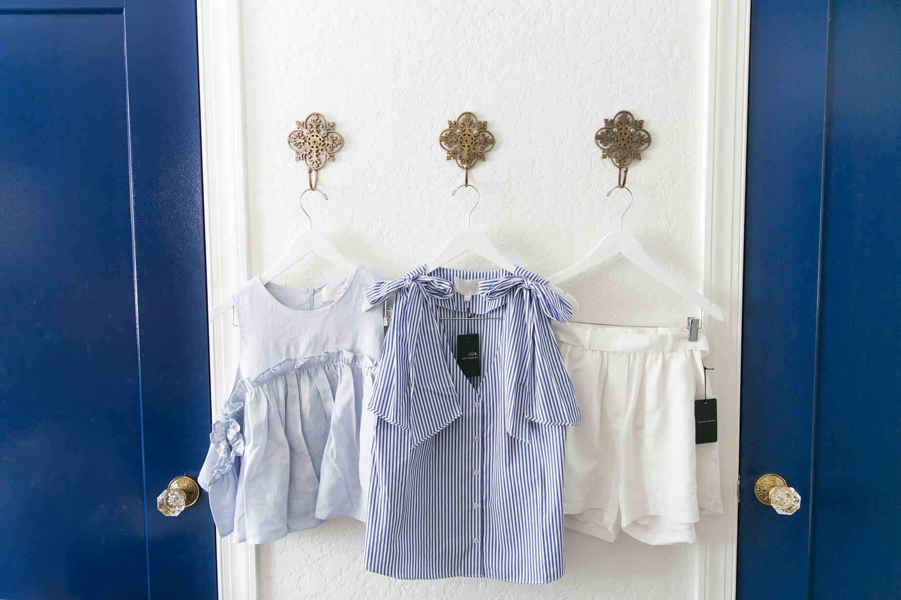 Blue and white forever! It's the perfect palette for summer. | www.ashleybrookedesigns.com