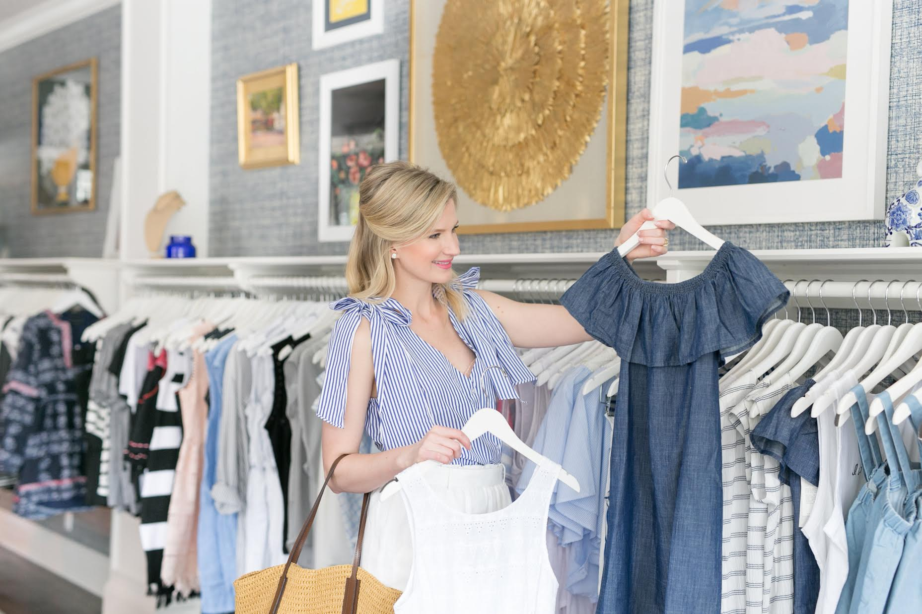 Blogger Ashley Brooke shops for in season summer styles at Violet Clover in Winter Park, Florida. | www.ashleybrookedesigns.com