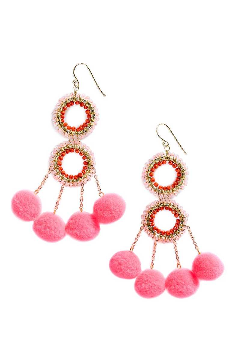 Blogger Ashley Brooke is ALL about statement earrings for summer! See her favorite pairs! | www.ashleybrookedesigns.com