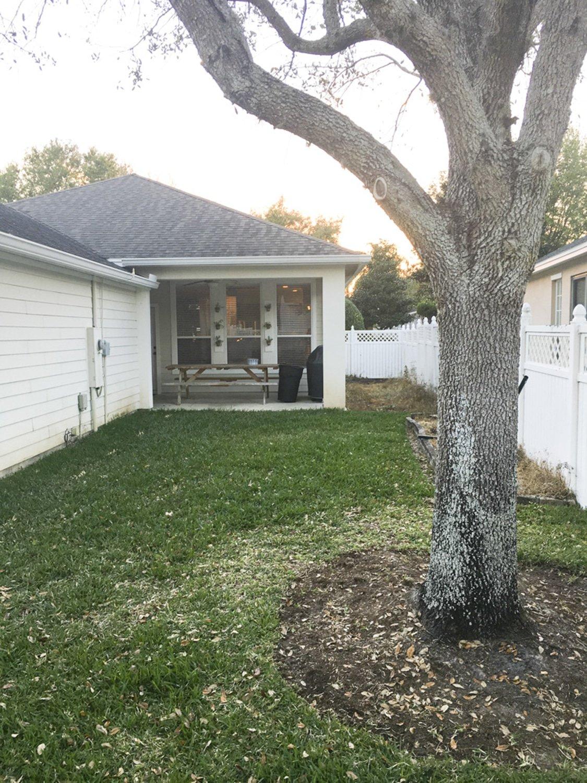 """Before"" blogger Ashley Brooke's backyard DIY makeover! | www.ashleybrookedesigns.com"