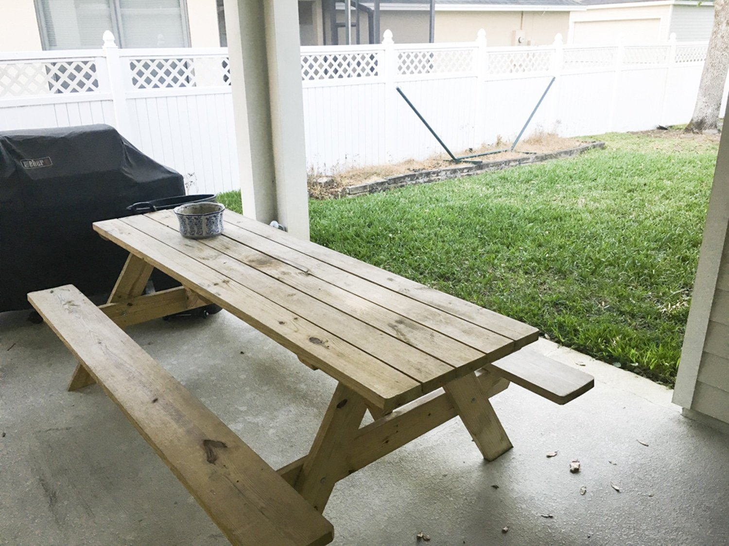 Blogger Ashley Brooke's patio before her backyard makeover. | www.ashleybrookedesigns.com