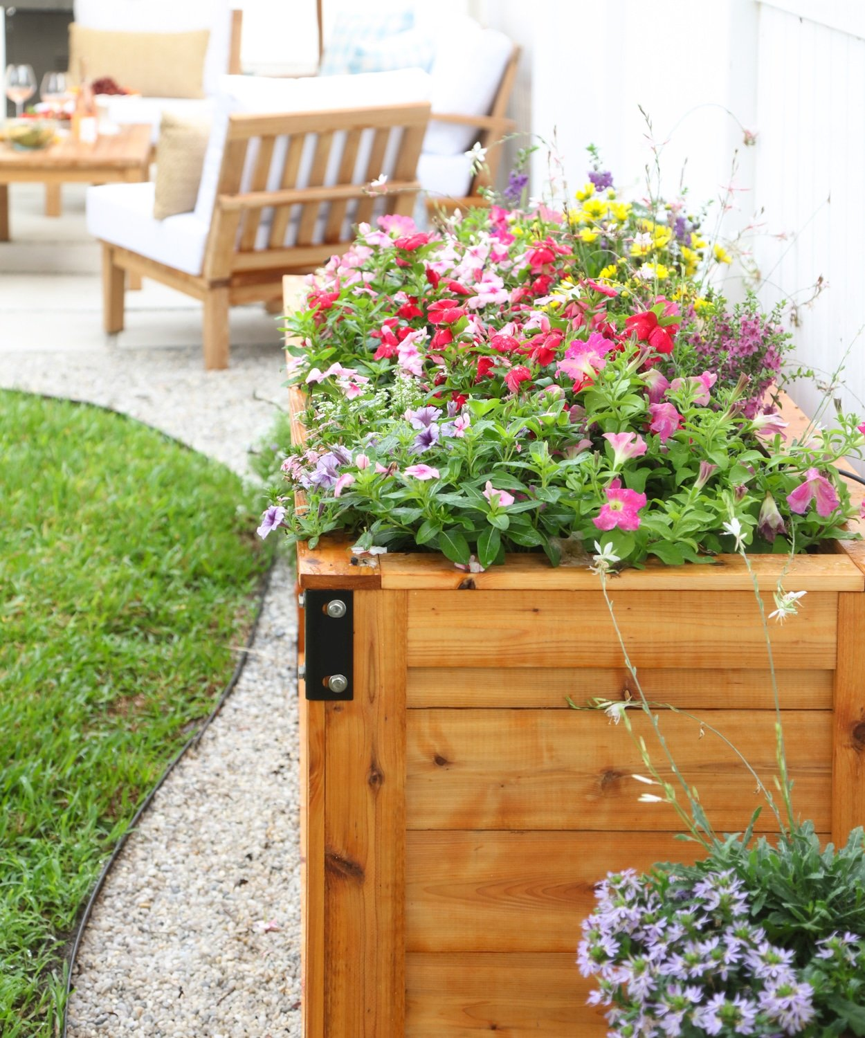 Blogger Ashley Brooke's new DIY planter filled with summer flowers. | www.ashleybrookedesigns.com