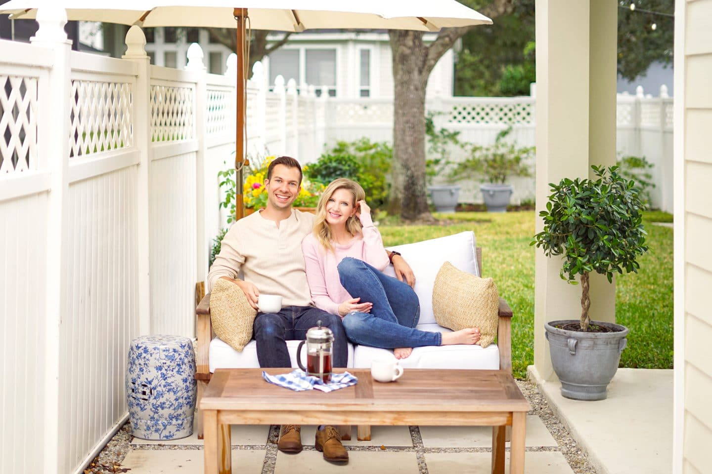 Blogger Ashley Brooke and her husband Ryan in their sunny Florida home | www.ashleybrookedesigns.com