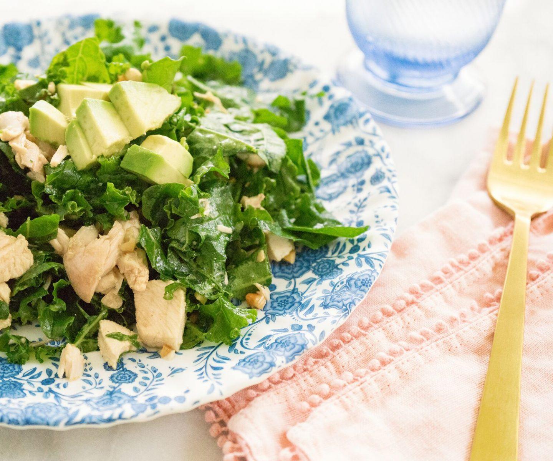 Blogger Ashley Brooke shares the best kale salad recipe | www.ashleybrookedesigns.com