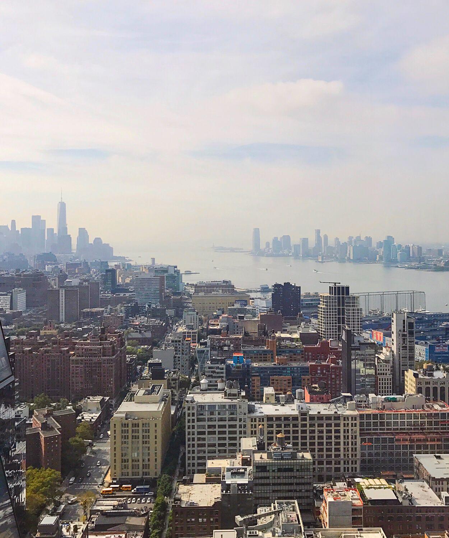 Blogger Ashley Brooke shares a view of the New York Skyline | www.ashleybrookedesigns.com