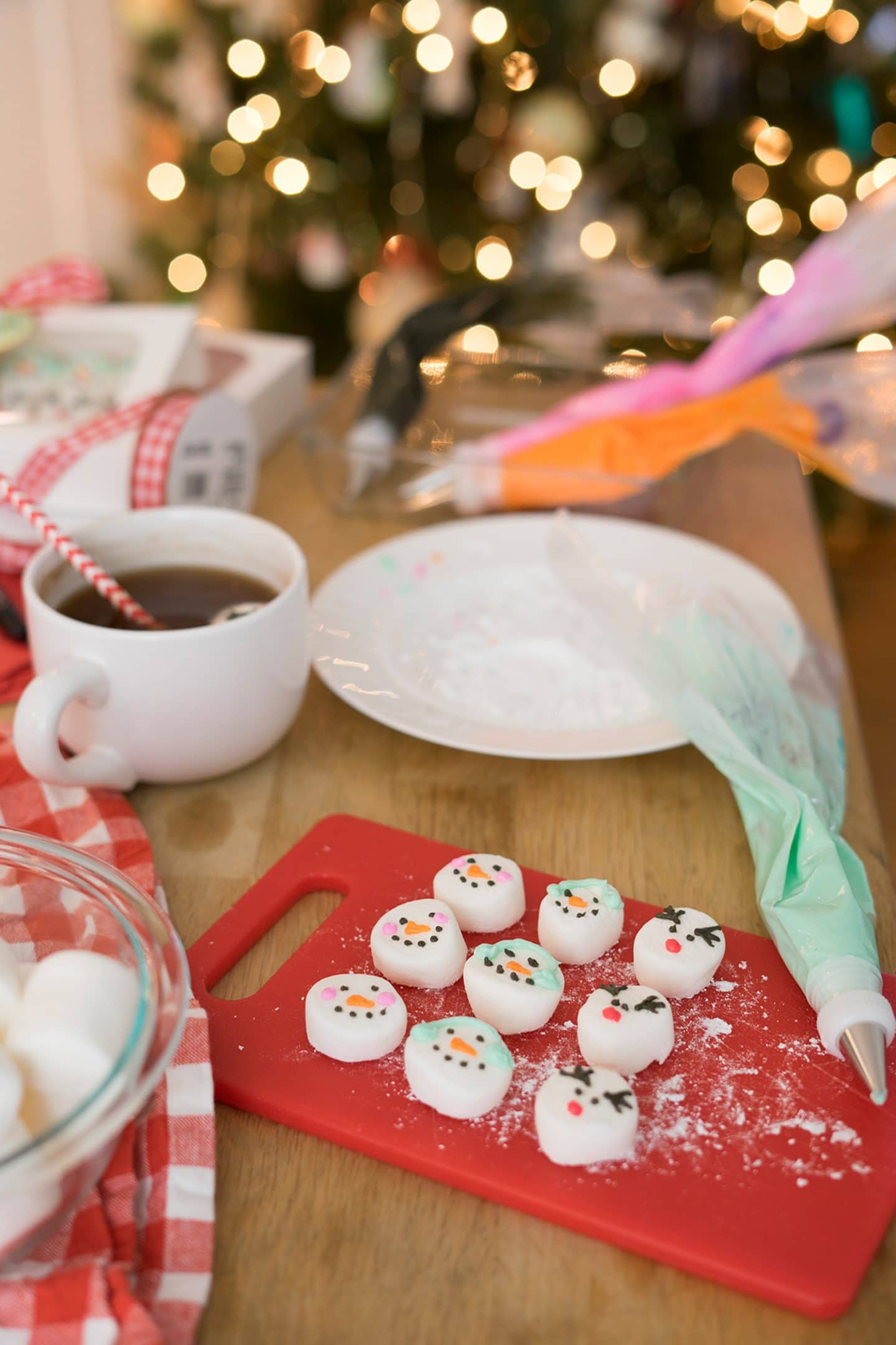 DIY Marshmallow Snowman for Hot Cocoa | www.ashleybrookedesigns.com
