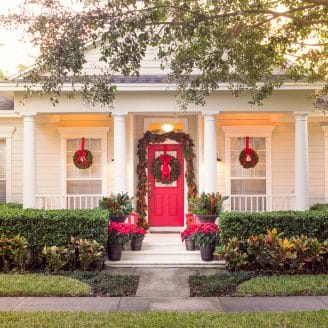 The Best of Christmas Decorating: Fresh Magnolia