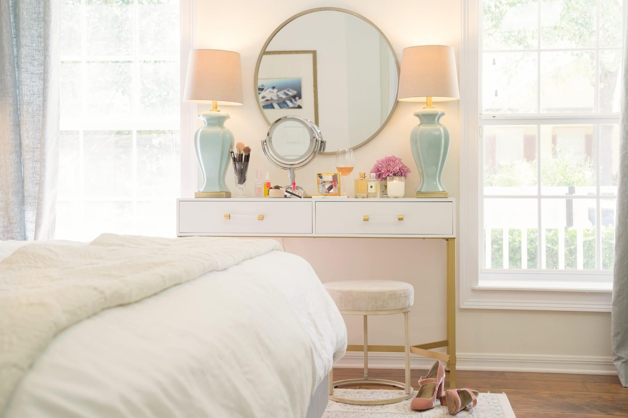 Small Space Vanity Set Up | www.ashleybrookedesigns.com