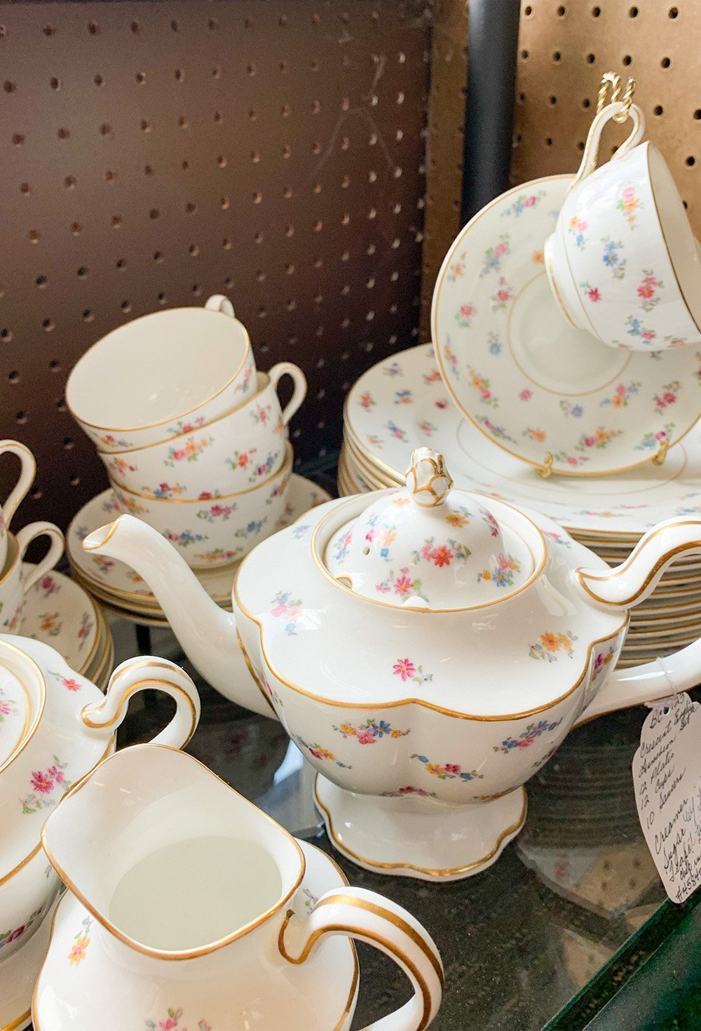 The best places to find vintage china on www.ashleybrookedesigns.com
