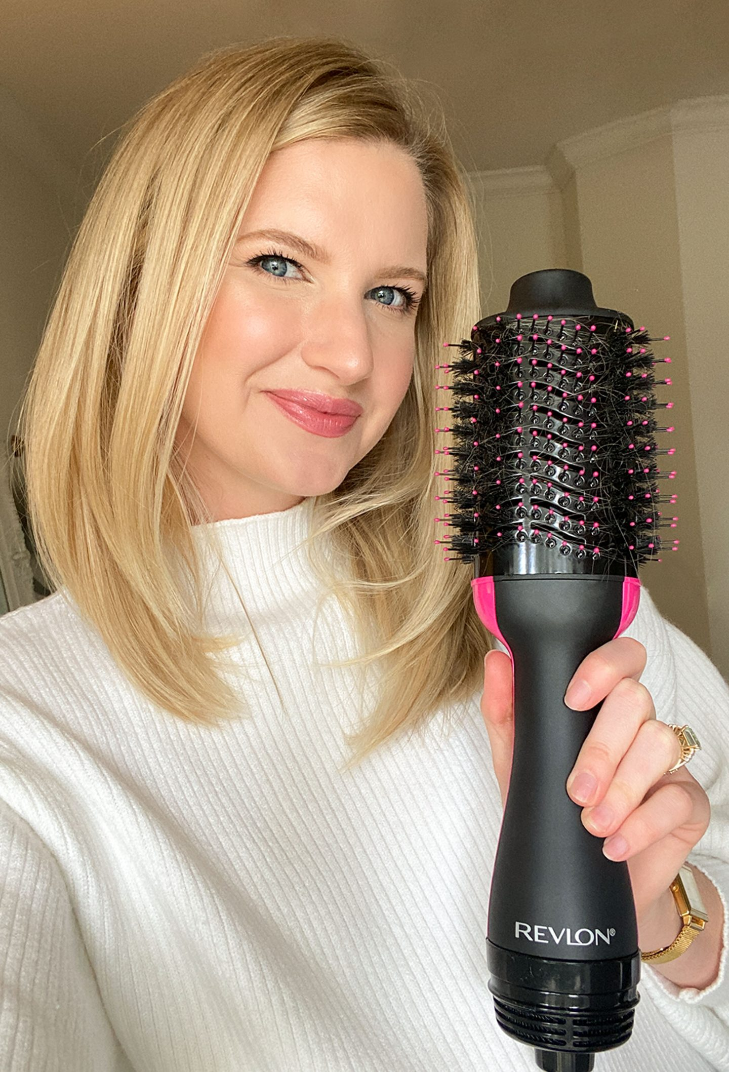 Ashley Brooke reviewing the new Revlon Salon One-stop hair dryer and volumizer