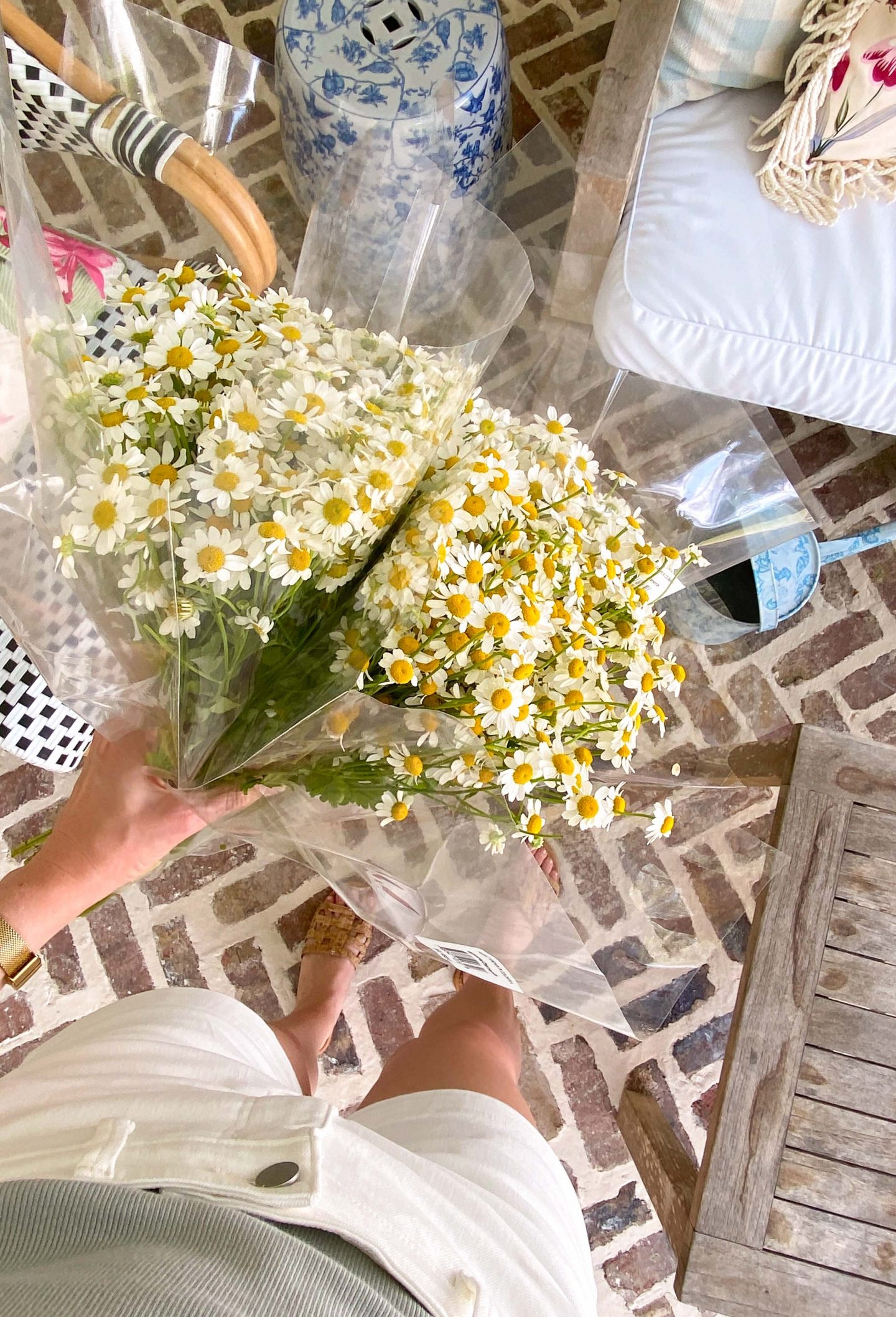 Bouquet of daisies   Monday Morning Musings   175